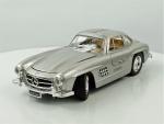 "SS 7720 - Mercedes  Benz "" 300 SL (1954) "" 1/24, medindo 19 cm."