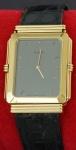 Relógio Natan plaqueado a ouro, pulseira em couro e mostrador reverso (defeito no fecho).