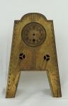 Relógio de mesa em metal Art Deco ( no estado). Alt. 33 cm.