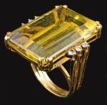 Anel com citrino, ouro amarelo e pequenos brilhantes, peso total 17 gr