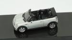 Mini Cooper S. Acondicionado em caixa de acrílico.