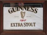 Quadro decorativo c/ propaganda da cerveja britânica Guinness, emoldurado e espelhado, medindo 33,5 x 29,5 cm. Preço de avaliação R$ 200,00