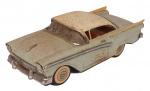 Carrinho de coleção, bege c/ teto branco, em  metal, anos 50, medindo 20x9x7 cm ( marcas de tempo). Preço de avaliação R$ 500,00