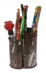 Porta lápis decorativo, vai com aproximadamente 13 lápis. Preço de avaliação R$ 100,00