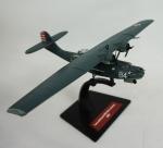 Miniatura Avião Militar - Consolidated PBY-5A Catalina USA, medida 13 x 22 cm, acompanha caixa de acrílico medida 6 x 23 x 17 cm.