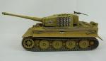 Miniatura tanque de guerra - Panzer kampt wagen VI tiger, em metal, escala 1.35, medida 24 x 11 cm, acompanha caixa de acrílico medida 14 x 23 x 13 cm.