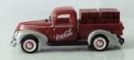 Miniatura Coca-Cola - Ford Heavy Die1940 Trucks, medida 13 x 5 cm, acompanha caixa de plástico medida 7 x 14 x 7 cm.
