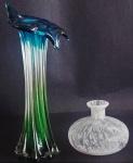Lote composto vaso em vidro de murano, altura 29 cm e vaso em vidro artístico, altura 10 cm, total 2 peças.