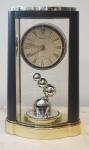 Relógio de mesa, em plástico Seiko Quartz, medindo 30x16 cm ( pilha)
