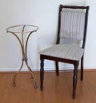 Lote contendo duas peças, sendo: base para mesa em metal dourado (48 x 36 cm) e cadeira em madeira nobre assento e encosto em tecido listrado ( 87 x 45 x 43 cm).