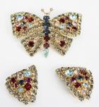 Par de brincos e pingente em formato de borboleta, em metal dourado e pedras sintéticas , medida dos brincos 4 cm, pingente med 8 cm (bijuteria)