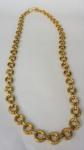 Colar em argolas em metal dourado, med 88 cm aberto (bijuteria)