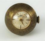 Relógio pingente, marca MR Marcel Rimet, em metal plaqueado a ouro, peso total 12 gr