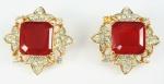 Par de brincos de pressão, metal dourado e pedra vermelha (bijuteria)