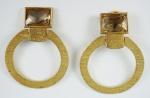 Par de brincos de pressão em metal dourado (1 no estado)