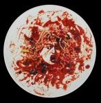 VIK MUNIZ. Prato em porcelana, datado 1999. Diâm. 31 cm . Acompanha caixa expositora em acrílico, 60 x 60 cm