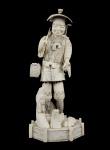 Grupo escultórico de marfim oriental , selo vermelho, representando Lenhador. Alt. 47 cm.