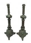 Par de tocheiros em bronze estilo Mouro (no estado).Alturas 1,20 cm.