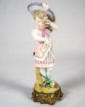 Grupo escultórico em porcelana policromada rep. menina chorando med. 24 cm