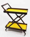 SCAPINELLI. Carrinho para chá em jacarandá e bandejas forradas com formica amarela. Medidas