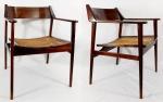 JOAQUIM TENREIRO, par de cadeiras ditas bicudas ( em virtude do seu formato que avança na tabelão) em jacarandá, assento em palha indiana natural