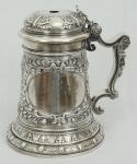 Excepcional Tankard em prata inglesa, ricamente contrastado, peso 1,472 gr , altura 23 cm.