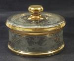 Biscoiteira em vidro bisotado, com detalhes em dourado, med. 8x16 cm