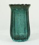 Vaso de Murano na cor azul com pó de ouro , gomado. Medidas 26 x 16 cm.