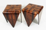 JORGE ZALSZUPIN - Par de mesas de laterais, modelo pétala, em folha de jacarandá e estrutura de apoio em ferro circular.