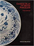 MACINTOSH, Duncan. Chinese blue and White porcelain. 3. Ed. Hong Kong: Antique collectors club, 1997. 236 p.: il. col.; 29 cm x 22 cm. ISBN 9781851492107. Aprox. 1200 g. Assunto: Porcelana. Idioma: Inglês. Estado: Livro com contracapa e capa dura. Contém assinatura na folha de rosto. (CI: 150)