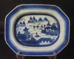 Travessa funda porcelana chinesa de Macau, medindo 35x28cm.