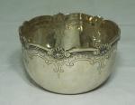 Pequeno bowl em prata portuguesa. Contraste: águia monocromada. Medida: 6,5cm de altura, 10cm de diâmetro, peso 120g.