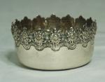 Pequeno bowl em prata portuguesa. Contraste: águia. Medida: 8cm de diâmetro, peso 61g.