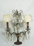 Girandole em bronze e cristal adaptado para luz elétrica com 2 (duas) lâmpadas. Cúpula em pergaminho. Medida: 54x36cm. Alguns pingentes faltando.