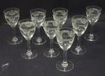 Conjunto de oito taças em cristal medindo 9,5cm de altura e 4cm de diâmetro (uma daas taças está lascada).