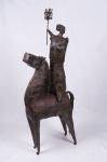 FRANCISCO STOCKINGER. Escultura em ferro representando Guerreira. Acompanha base de mármore.  Assinada. Medidas :  escultura 120 x 150 cm.  base 45 x 50 x 44 cm.