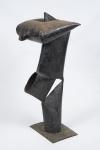 MARCIO CRAVO -  Escultura de ferro com pintura preta, representando Orixá, medindo 60 cm de altura.