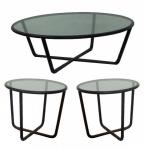 JOAQUIM TENREIRO - Trio de mesas, anos 50, em jacarandá, elementos roliços, com tampo de vidro. Medidas mesa de centro 34 x 100cm e laterais 51 x 60cm.