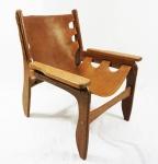 Sergio Rodrigues ( atribuído) Poltrona modelo Killin, em madeira nobre sucupira, estofado em couro natural marrom