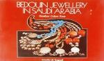 ROSS, Heather Colyer. Bedouin Jewellery in Saudi Arabia. London: Stacey international, c1978. 128 p.: il. col.; 23 x 31 cm. Aprox. 1.115 g. Assunto: Joalharia beduína-Arábia Saudita. Idioma: Inglês. Estado: Livro com contracapa e capa dura. (CI: 110).