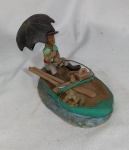 """ADALTON. """"Pescador no Barro"""", Niteroi-RJ, peça em cerâmica policromada representando figura masculina com guarda chuva, vara de pescar, par de remos e cachorro, medindo 12 x 20 x 10 cm. Remos apresentam restauro."""