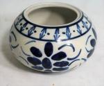 M. SIMÃO-M. Pote em porcelana sem tampa. Alt.12 e diâm. 19cm.