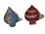 Par de apitos em cerâmica em policromia ( um com base lascada). Alt. 10 cm cada.