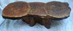 Mesa em madeira, feita com troncos. Alt.32 X 111 X 56 cm.