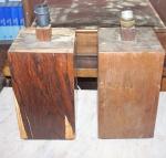 Par de abajur em madeira folheada, sem a cúpula. Alt. 28,5 X 15 X15 cm. No estado.