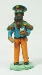 ARTE POPULAR. LAURO EZEQUIEL. Grupo escultórico em barro pintado representando Policial prendendo homem ( chapéu com lascado e mão quebrada). Assinado. Medida 17 x 6,5 cm.