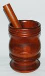 Pilão em madeira torneada . Medidas 26 x 18 cm.