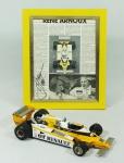 Miniatura de carro F 1 RENAUT Turbo nr 16, EXOTO INC , pilotado por Rene Arnoux . Medidas 27 x 13 cm. Acompanha publicação emoldurada e autografada , 30 x 25 cm.