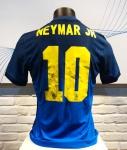 Camisa Oficial Seleção Brasileira Neymar Jr. 10 - A camisa 10 da seleção brasileira já é uma relíquia de valor inestimável. Ainda mais se tiver autografada pelo atual dono dela, Neymar Jr. Maior jogador brasileiro em atividade, o craque assinou essa camisa, que agora pode ser sua.