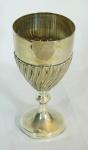 Cálice em prata 933, contrastada decorada com retorcidos . Aalt. 18 cm. Peso 186 gr.RETIRADA POR CONTA DO COMPRADOR BAIRRO COPACABANA